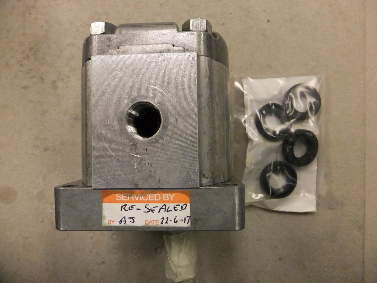 Polar Hydraulic Pump + 4 Pump Seals